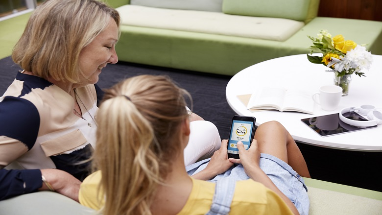 mother and daughter using CommBank Youth app
